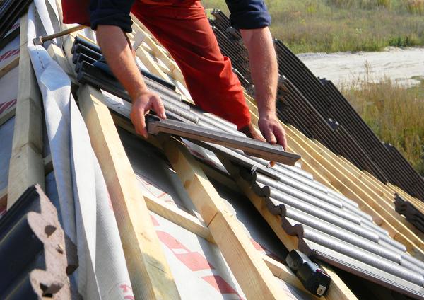屋根の葺き替えとは?屋根の種類やメンテナンス時期をわかりやすく解説